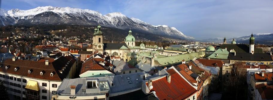 Панорамные площадки в Инсбруке Вид с панорамной площадки Городской башни на Инсбрук и кафедральный собор св. Якоба