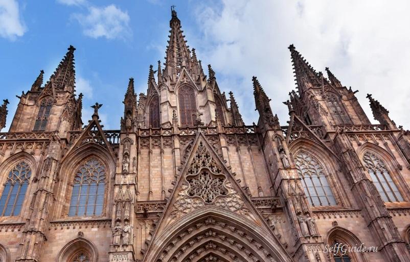 Церкви Барселоны - достопримечательности Барселоны, кафедральный собор Барселоны, Саграда Фамилия, Собор Святого семейства Барселона, что посмотреть в Барселоне, путеводитель по Барселоне